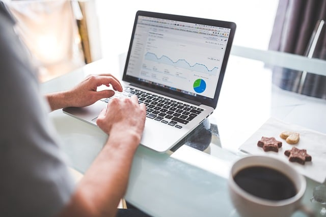 A professional SEO content writer checks Google Analytics